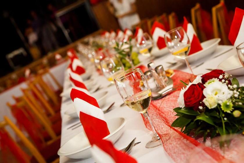 Fotografie 103-cervene (5).jpg v galerii Svatební tabule od fotografky Eriky Matějkové
