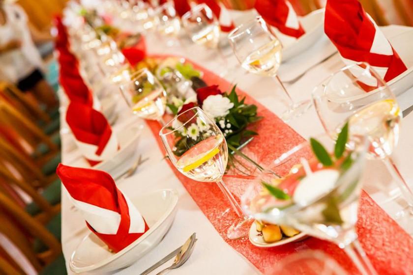 Fotografie 103-cervene (7).jpg v galerii Svatební tabule od fotografky Eriky Matějkové